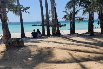 AKLAN. A couple enjoys their privacy while at the beach of Boracay Island. (Jun N. Aguirre)