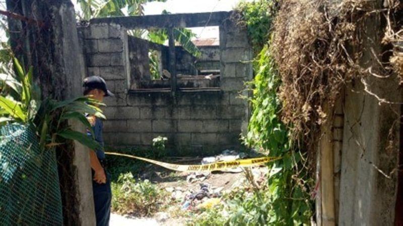 NEGROS. Authorities cordon off crime scene perimeter in Barangay Banago, Bacolod City where a man was shot dead Thursday morning, February 27, 2020. (BCPO Photo)