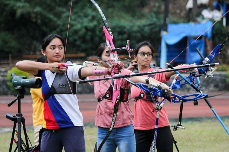 BAGUIO. Baguio City archers (from L-R) Keturah Collene Gonzales, Danielle Jasmin Espiritu and Adrienne Ysabel Pakayno continue their build – up for the upcoming Cordillera Administrative Region Athletic Association set on March 22. (Photo by Jean Nicole Cortes)