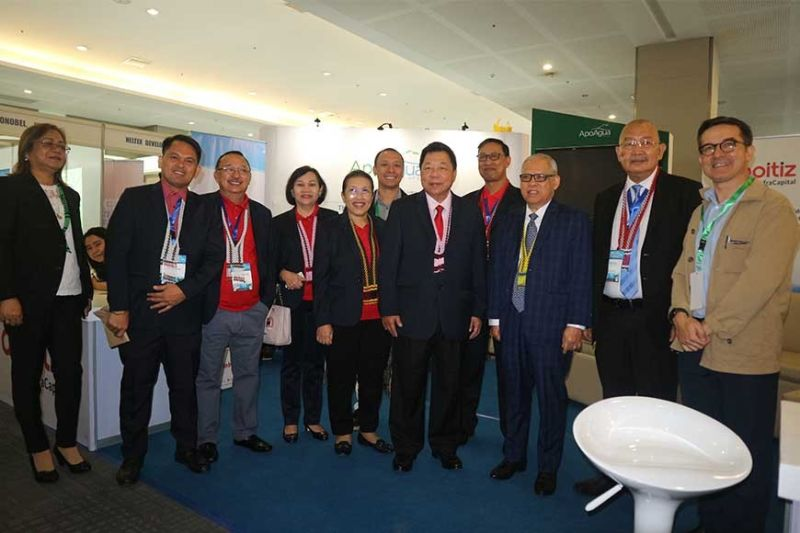 SUPPORT. Aboitiz InfraCapital chief operating officer for water Roman Azanza (right) hosted the convention organizers, the Davao City Water District board and officers, during the latter's visit at the Aboitiz InfraCapital booth. (Contributed Photo)