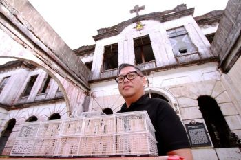 BAGUIO. Architect Gerard Lico presents the scale model of the Diplomat Hotel. Lico was in Baguio City to turn the century old Dominican retreat house into an art hub and creative space for Baguio artists and crafters. (Photo by JJ Landingin)