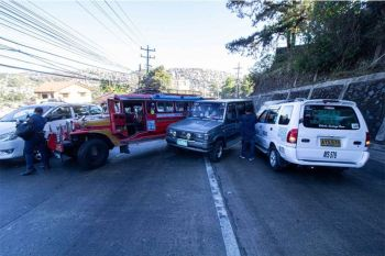 BAGUIO. Three vehicles clog a portion of Buhagan (Bokawkan) Road past 7 a.m. Friday, February 28. The jeepney, AUV and the taxi clashed while traversing the road causing traffic jam in the area. (Photo by Jean Nicole Cortes)