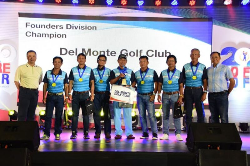 Del Monte received the Founder's trophy from (left) Russel Jao, PAL chief adviser to the Chairman; (right) Bonifacio Sam, president - PAL Express. Del Monte's Senior squad is composed of Raul Minoza, Ramon Velez, Arsenio Mondilla, Romeo Bautista, Antonio Arancon, Virgilio Adag, Erning Apas, and Arsenio Badelic. (PAL Interclub photo)
