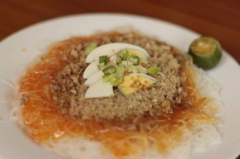 The best Pancit Palabok in Davao is Pansititoy. (Ace Perez)