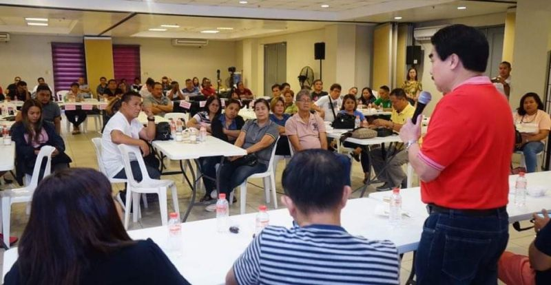 BACOLOD. Mayor Evelio Leonardia speaks to the Liga ng mga Barangay, led by Councilor Lady Gles Gonzales-Pallen, in the presence of Vice Mayor El Cid Familiaran and the Solid Waste Management Board, as they discuss the