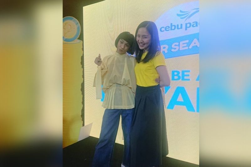 SUPER SEAT FEST. Local internet celebrity Mimiyuuuh (left), who has been tapped by Cebu Pacific to be its