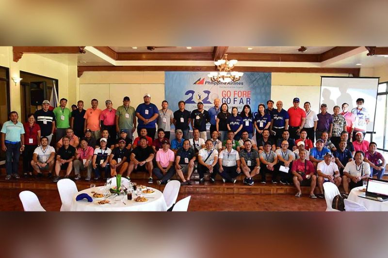 BACOLOD. A total of 83 teams from Luzon, Visayas, Mindanao and abroad are contesting trophies and bragging rights at this year's Interclub being held in Bacolod. Photo shows the team captains with tournament and PAL officials prior to start of hostilities. (Photo by Andy Alvarez)