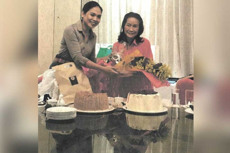 Birthday celebrator Aissa Dela Cruz (right) with Raquel Choa and two large birthday cakes.
