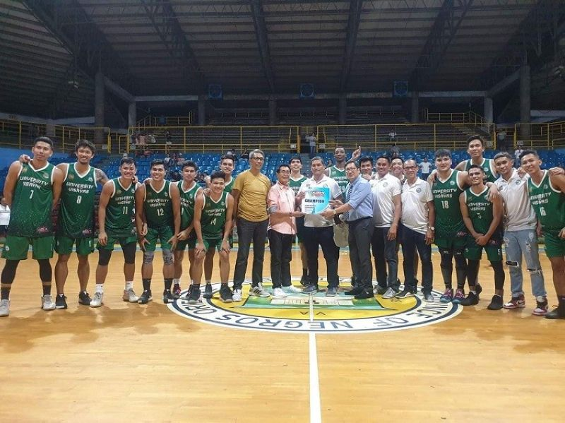 VICTORY. The UV Green Lancers pose for the camera after celebrating their win over SWU-Phinma in the PCCL Visayas/Mindanao Regional Championship on Wednesday night in Dumaguete City.(Contributed Photo)