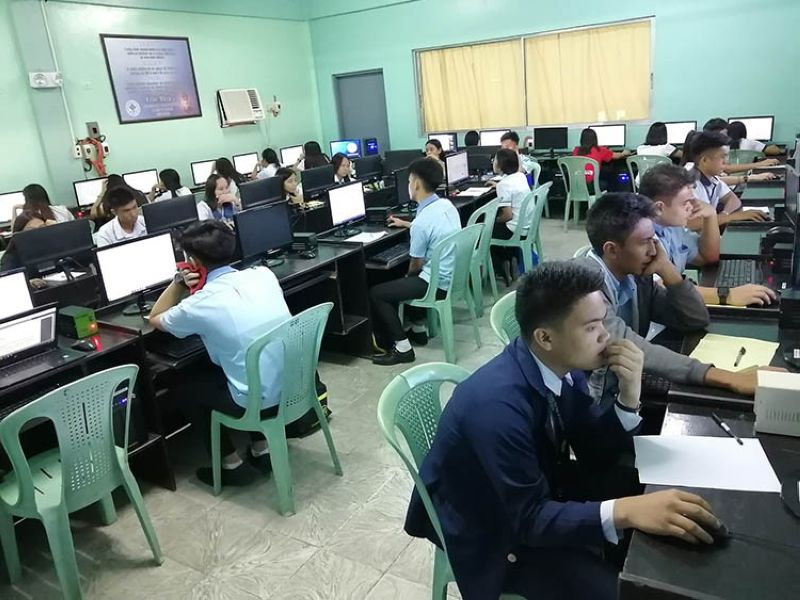 PAMPANGA. Seventy aspiring SM Scholars from Olongapo, Zambales and Bataan took the first online exams and interview in Columban College Olongapo City. (Contributed photo)