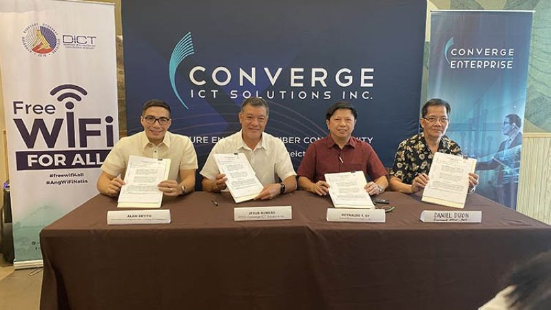 PAMPANGA. Converge ICT Solutions Inc. Chief Operating Officer Jesus Romero (2nd, L) signs the memorandum of agreement with Department of Information and Communications Technology Regional Director Luzon Cluster 2 Reynaldo T. Sy (2nd, R) to provide free public internet access in the provinces of Pampanga, Tarlac and Cavite. Also signing the agreement were Alan Smyth, head of Wholesale and Enterprise Sales at Converge ICT Solutions; and DICT Procurement Officer Daniel Dizon. (Contributed photo)