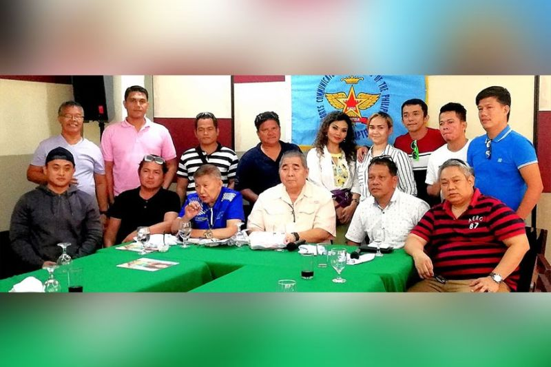 NEWBIES WANTED. Lorenzo Chao Sy (seated, second from left) is inviting newbies to attend the three-day  boxing clinic to boost the number of amateur referees and judges in the Central Visayas. (Contributed Photo)