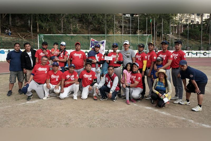 BAGUIO. Councilor Michael Lee Lawana joins members of the Baguio Legends after scoring a 14 -12 victory against Cabanao Condors to claim the championship in the slow-pitch competition in the 3rd Lawana Cup during the weekend. (Photo by Roderick Osis)