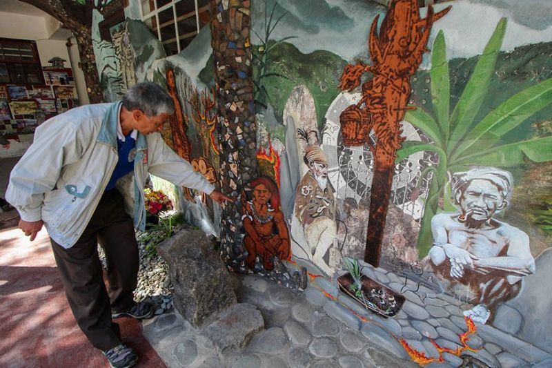 BAGUIO. Teacher Arneil Chomawat admires the reimagined mural originally made by artist Santiago Bose in 1981.The 40–year–old mural was painted at Saint Mary's School and was reimagined by more than 30 local artists on February 12-29,2020. (Photo by Jean Nicole Cortes)