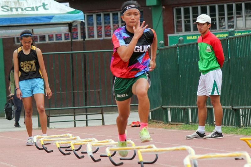 BAGUIO. Baguio City athletes juggle school and training as they gear up for the upcoming Cordillera Administrative Region Athletic Association (CARAA) this month. (Photo by Jean Nicole Cortes)