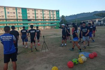 PAMPANGA. Coaches participating in Olongapo City's first Philippine Youth Coaching Course (PYCC) for football receive pointers from Philippine Football Federation instructor Michael Jayson Agbayani during their practical exercises at the Olongapo City Sports Center last March 3, 2020. (Contributed photo)