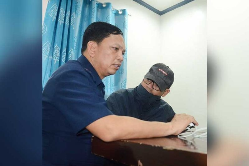 LAWLESS LOVE. Police Regional Office (PRO) 7 Director P/Brig. Gen. Albert Ignatius Ferro (right) listens to explanation of P/Maj. Ildefonso Miranda Jr. inside the office of the Regional Intelligence Division 7 in Cebu CIty on Friday morning, March 6, 2020. Miranda was arrested Thursday night, March 5, for letting a detainee stay with him inside his quarters in Argao Police Station. (SunStar Photo / Alan Tangcawan)