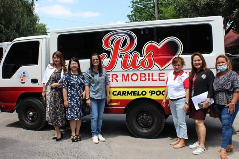 "PAMPANGA. Upon the instructions of Mayor Carmelo Lazatin, Jr. Executive Assistant IV Reina Manuel, the Gender and Development Office led by Mina Cabiles, and the City Health Office will carry out medical services for women, where a temporary mobile ""Puso"" center will roam around barangays in Angeles City to provide free breast examinations and pap smear. (Photo by AC-CIO)"