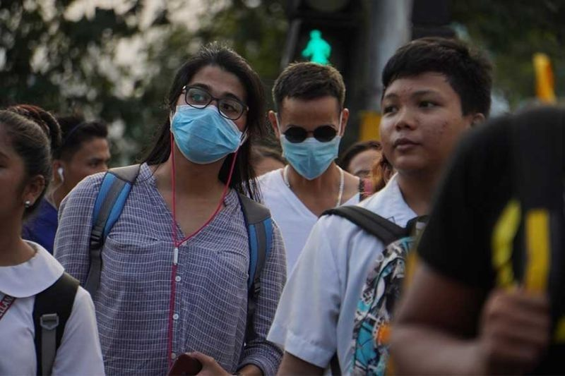 CEBU. Few youngsters wear mask as they walk along P. del Rosario St. near the University of San Carlos (USC) main campus in Cebu City. President Rodrigo Duterte on Monday declared the suspension of classes in all levels in Metro Manila amid the Covid-19 threat. (Photo by Alex Badayos)