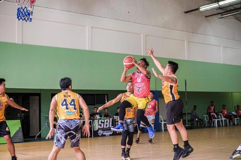 A player from Rasenta Builders drives down the middle of the lane against the defense of the Hotshots. / Contributed