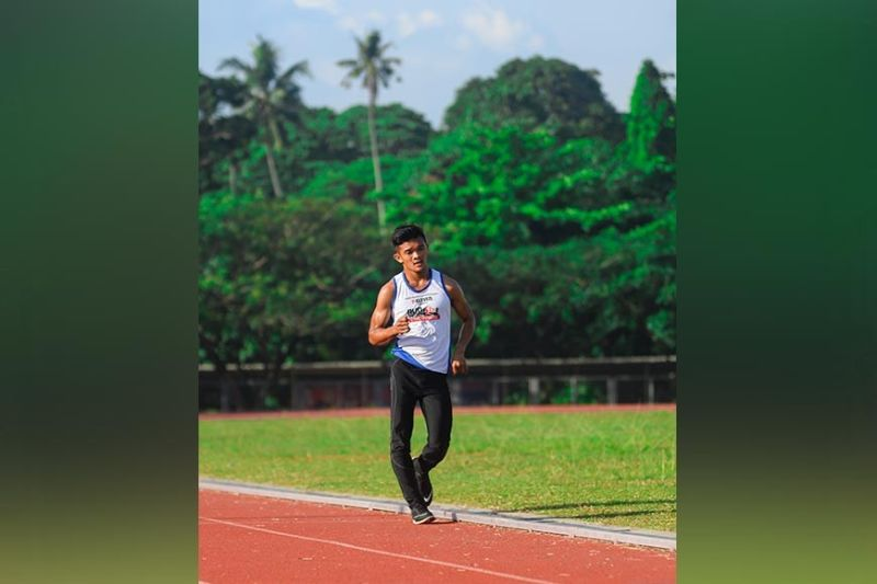 DAVAO. Marvin Ponce of the University of Mindanao walks his way to clinch a gold medal in men's 5,000-meter walk event of the Davao City Private Schools Athletic Association (Prisaa) Meet 2020 men's athletics competition at UM track oval over the weekend. (Contributed photo)