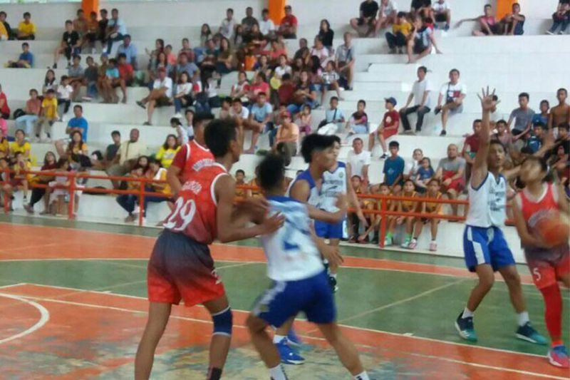 CAGAYAN DE ORO. The well-attended 4th Season skirmishes of the Cagayan de Oro City (CDOC) Inter-Public basketball tournament at the Nazareth gym. (Contributed photo)