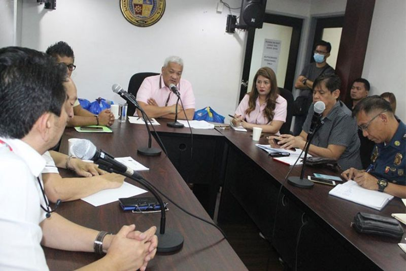 PAMPANGA. Mayor Carmelo Lazatin, Jr. discusses with officials the need to restrict the entry of foreigners from Covid-19-hit countries in Angeles City. (Photo by AC-CIO)