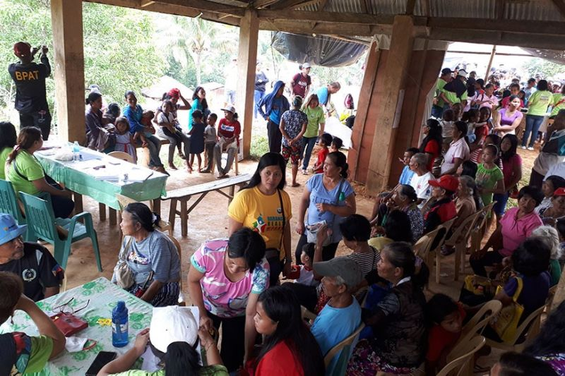 HINOBAAN. Hinobaan town Mayor Ernesto Estrao led the retooled community support program (RCSP) at Barangay Damutan bringing various services to more than 500 locals. With the mayor are Indigenous People Consultant Rodrigo Cadigal, MPDO Ami Ambagan, Celso Nunez of DILG, Police Chief Major Clifford Batadhay and MDRRM officer Joe Yusay. (Photo by LLJR-PIA6)