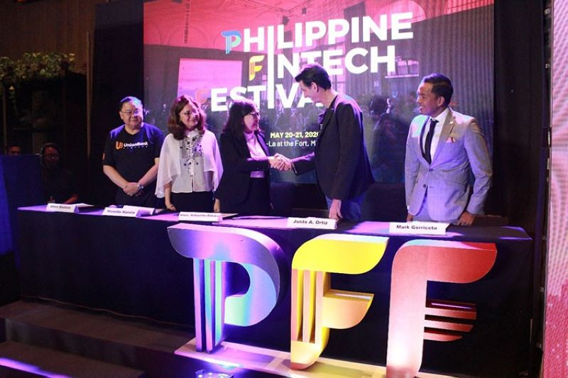 MANILA. (From left) Union Bank of the Philippines President and CEO Edwin Bautista, TeamAsia President and Founder Monette Hamlin, Department of Trade and Industry Undersecretary Dr. Rafaelita Aldaba, Fintech Philippines Association and Distributed Ledger Technology Association of the Philippines chairman Justo Ortiz, and FPH Board of Trustee Mark Gorriceta recently signed a memorandum of understanding for the staging of the Philippine Fintech Festival in Taguig City. (Contributed photo)