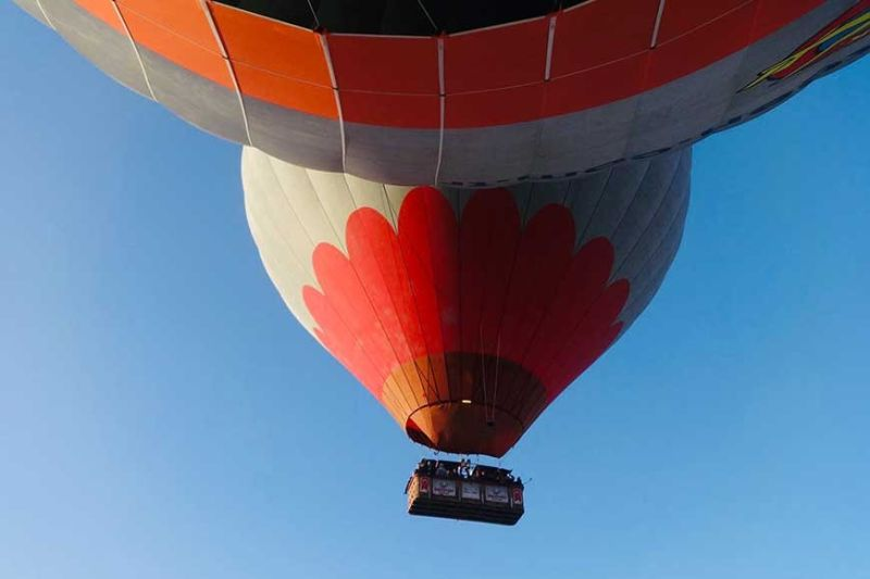 PLAN AHEAD. Since safety on a hot air balloon is often overshadowed by adventure, book with the most reputable agency. (Photo by Alfred F. Ocianas)