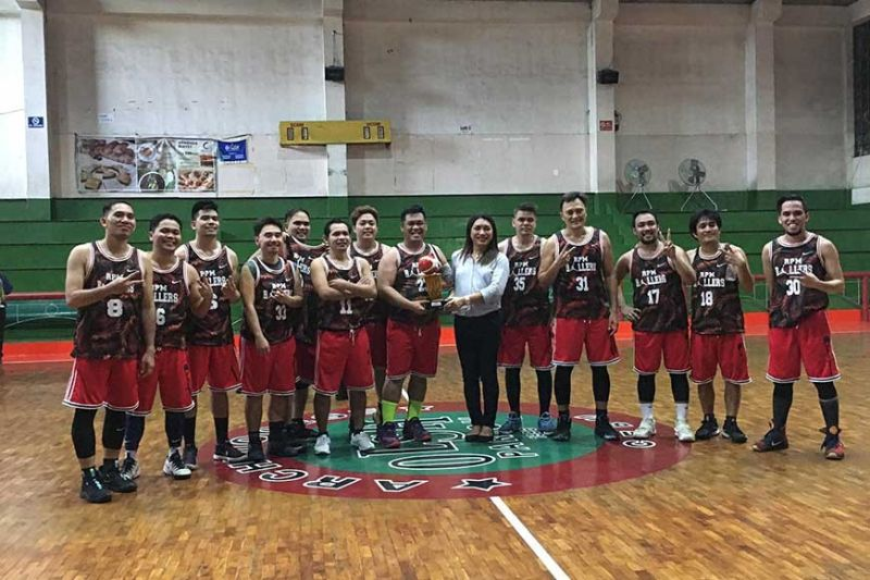CHAMPION AGAIN. RP Mora team owner Atty. Rhenier Mora receives the trophy from Picpa executive director Sugar Sagarino after their championship match. (Contributed Photo)