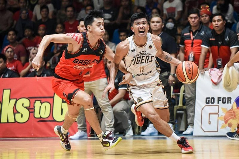 Cebuano Eman Calo led the Davao Occidental Tigers in scoring to forge a winner-take-all Game Three. / MPBL