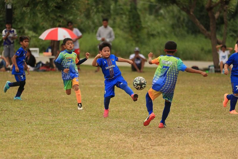 DAVAO. Young booters battle for the ball during a game of the recently-concluded Philam Life 7's Football League Davao Season 3 held at the Azuela Cove in Lanang, Davao City. (Jonathan Basillo Facebook)