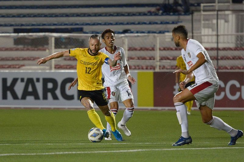 BACOLOD. Ceres Negros FC skipper Stephan Schrock (12) tries to beat his Bali United defender during their match on Tuesday evening, March 10, 2020. (Mymy Alagaban Photo)