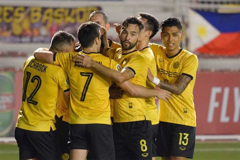 BACOLOD. The Ceres Negros FC in jubilation after a convincing 4-0 victory over Bali. (Myny Alagaban Photo)