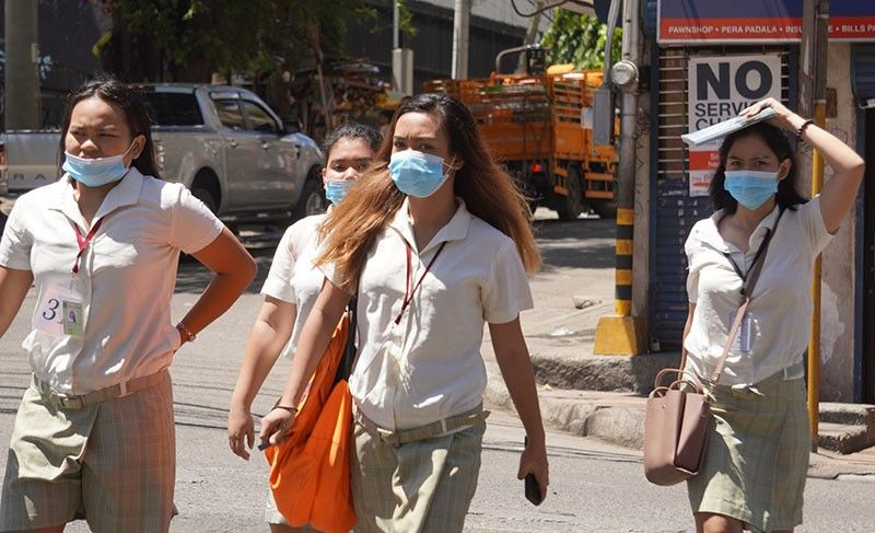 TACKLING COVID-19. Students from a private university in uptown Cebu City cross the pedestrian lane while wearing face masks. Last Friday, March 13, 2020,  Cebu City Mayor Edgardo Labella issued an order suspending classes in public and private schools in all levels from March 16 to March 28 as a way to protect learners from being infected by the novel coronavirus. SunStar Photo / Alex Badayos