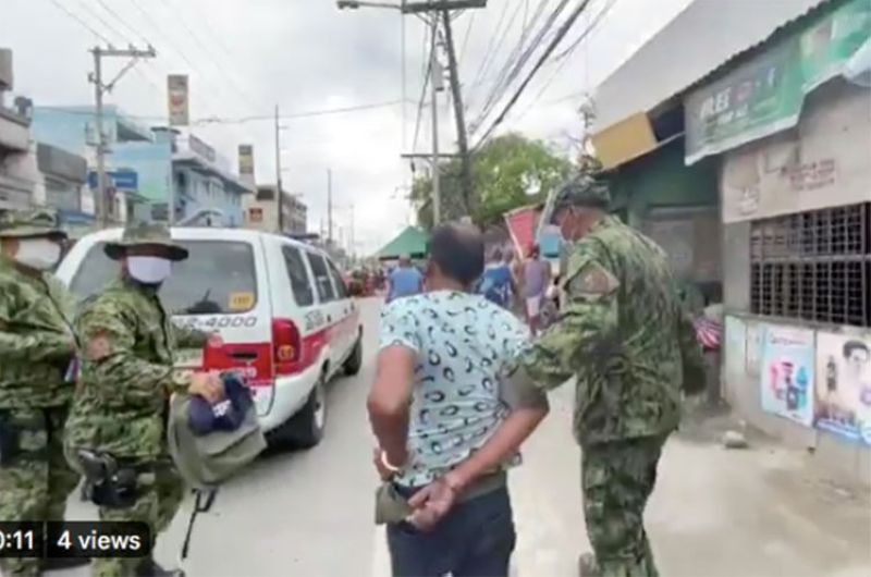 MANILA. Police arrest Dionisio Bonote after he allegedly refused to undergo inspection and hit a policeman at a checkpoint in Malanday, Valenzuela City on Monday, March 16, 2020. (Photo grabbed from Third Anne Peralta-Malonzo's video)