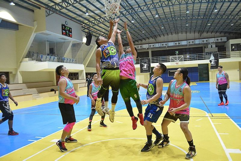 REBOUND BATTLE. The players from Silogan ni Gian and the True Ballers rise up for the loose ball in the Upperclass Cebu Basketball League on Saturday. (Contributed Photo)