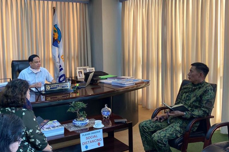 ILOILO. Governor Arthur Defensor Jr. meets with IPPO director Paul Kenneth Lucas relative to the conduct of border checkpoints starting March 18.(Contributed photo)