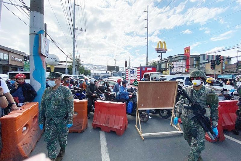 MANILA. People with jobs or official business in Metro Manila are blocked at a checkpoint in Rizal. The entire Luzon is under an enhanced community quarantine in a bid to slow the spread of Covid-19. (Photo by Third Anne Peralta-Malonzo)
