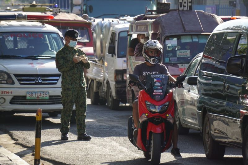 Police from PRO7 conduct a random chech point at P del Rosario St. in connection of the Covid 19 outbreak. (Sunstar Photo / Alan Tangcawan)