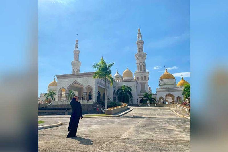 Mosque sa Cotabato City (Hulagway kuha ni Charry Lane Coronel)