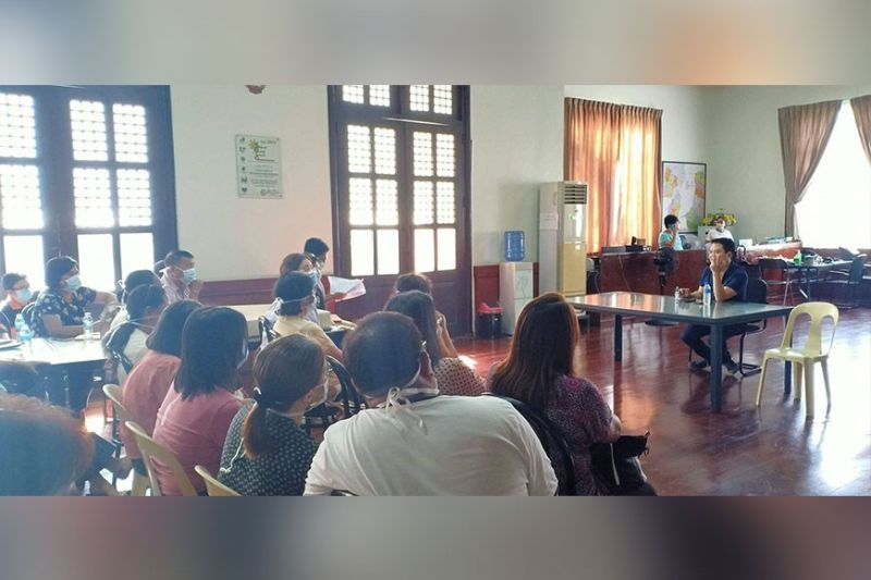 NEGROS. Pulupandan Mayor Miguel Pena at a meeting with Dept. heads, School principals and teachers, Religious leaders, Bureau of Fire Protection, PNP and Coast Guard after he issued an Executive Order activating the Municipal Covid-19 Task Force for prevention and taking measures against Covid-19. (Contributed photo)