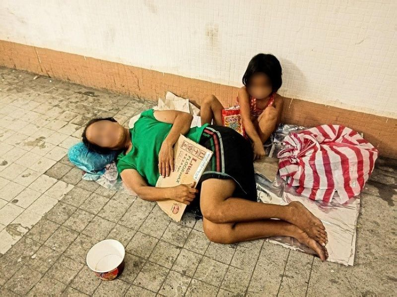 MANILA. Poverty-stricken citizens occupy the quiet streets of Manila on March 20, 2020. The people have been urged to stay at home as part of stricter quarantine measures. The homeless, however, remain on the streets. (Photo by Jove Moya/SunStar Philippines)