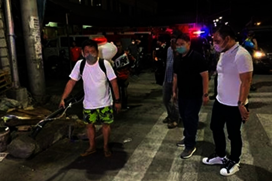Mabalacat City Vice Mayor Geld Aquino and City Councilor Jun Castro supervised the disinfection and cleaning of the old public market last Monday evening. Aquino advised his fellow Mabalaquenos to practice cleanliness to avoid the spread of Covid-19. (Chris Navarro)