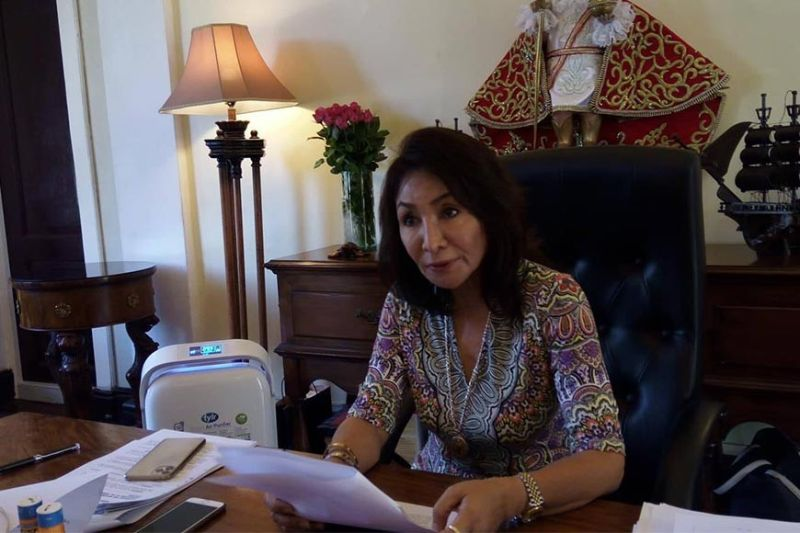 CEBU. Governor Gwendolyn Garcia, through an executive order, directed businesses in Cebu province to utilize telecommuting procedures in a bid to counter the spread of the Covid-19 pandemic. (Photo courtesy of Rona Fernandez)