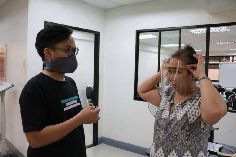 INNOVATION. University of the Philippines-Cebu (UP-Cebu) resident physician Lorel Dee dons the face shield designed and produced at the UP Cebu FabLab. With her is UP Cebu College of Communication, Art and Design instructor and FabLab resident maker Fidel Laurence Ricafranca. (Photo lifted from UP-Cebu Facebook Page)