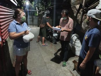 ILOILO. Barangay officials of Barangay Fajardo, Jaro, Iloilo City distribute food packs to the different to their constituents, can goods and rice, on Tuesday evening, March 24, 2020. Iloilo City Recorded 3rd Covid-19 in Western Visayas as announced by DOH on March 24, 2020. (Photo by Leo Solinap)