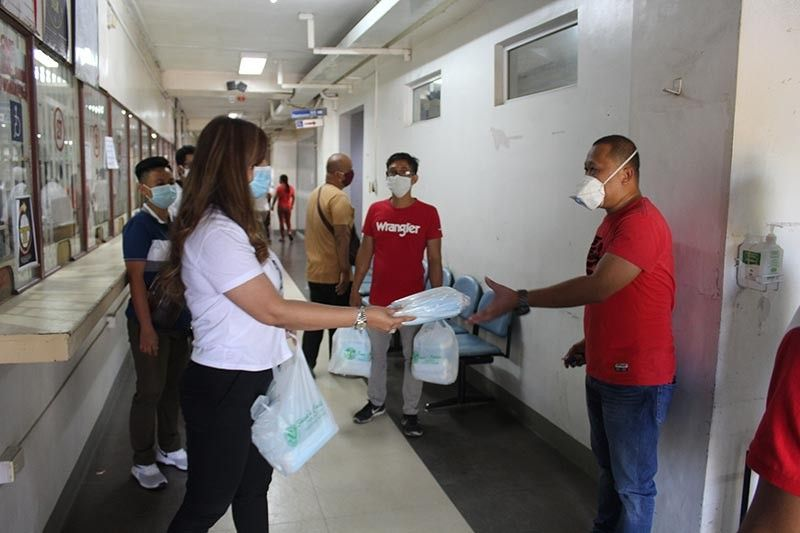 PAMPANGA. Angeles City Mayor Carmelo Lazatin, Jr. has ordered the distribution of thermal guns and face masks to all six Rural Health Units, 28 Sub Health Centers, and entry and exit checkpoints in the city. (Photo by AC-CIO)