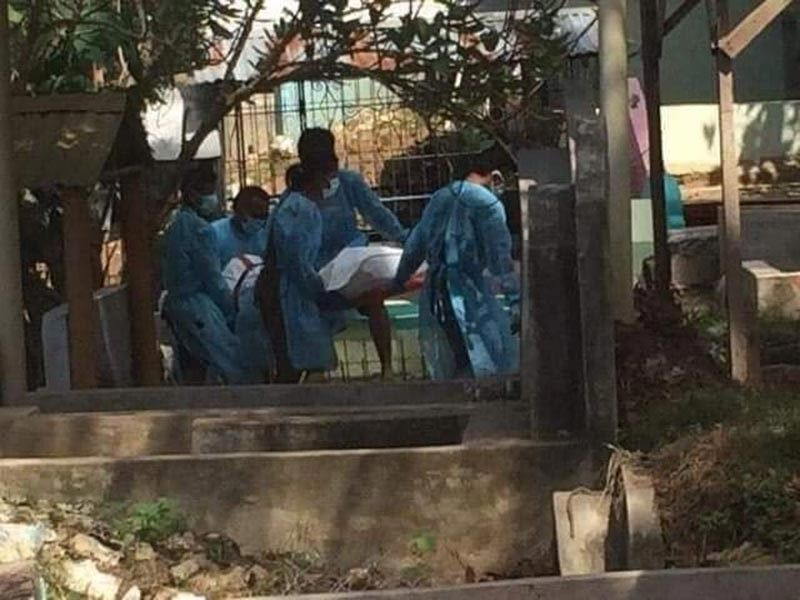 During the burial of a Covid-19 positive patient in Cagayan De Oro in Bolonsori Public Cemetery. (Contributed photo)